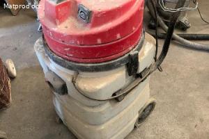 aspirateur bidon eau et poussière