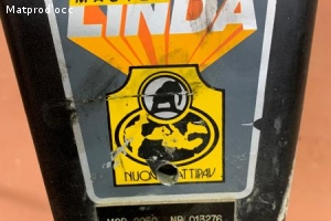 Monobrosse master Linda